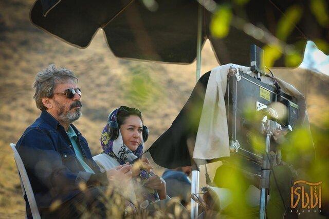 فیلم ، حسین علیزاده در پشت صحنه آتابای در کنار نیکی کریمی