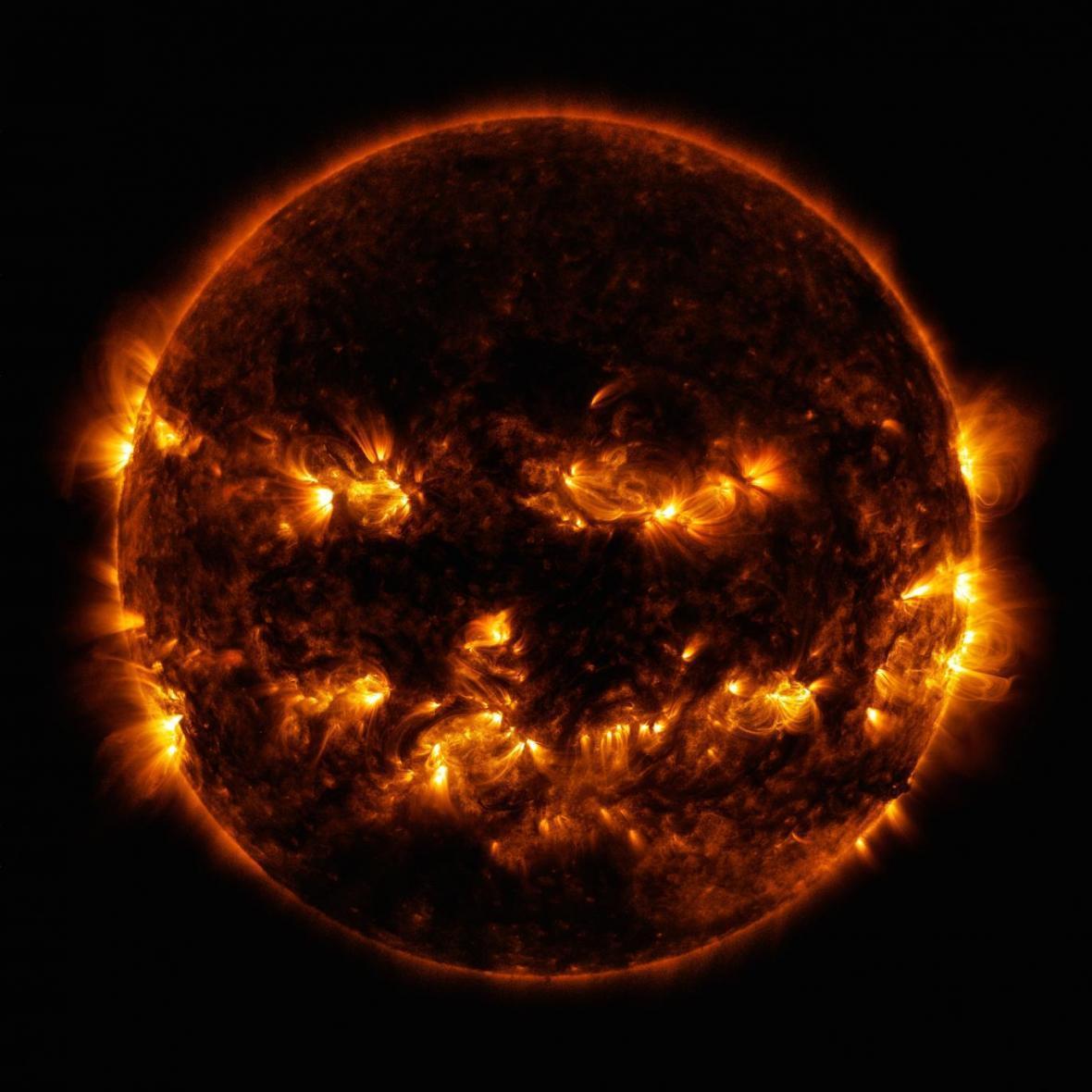 کشف نوترینوهای رازآلود در خورشید