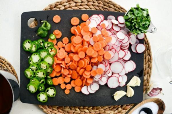 طرز تهیه ترشی مخلوط سبزیجات به سبک روسی