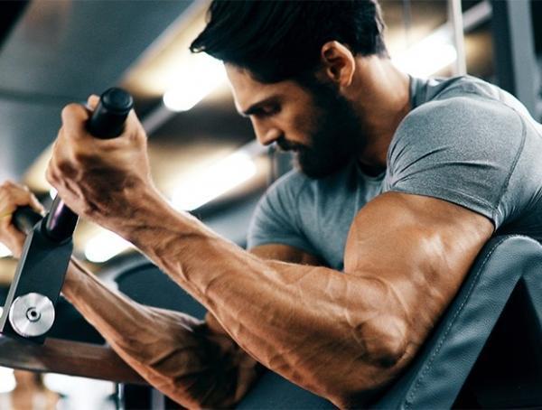 6 حرکت اصلی دمبل برای جلو بازو