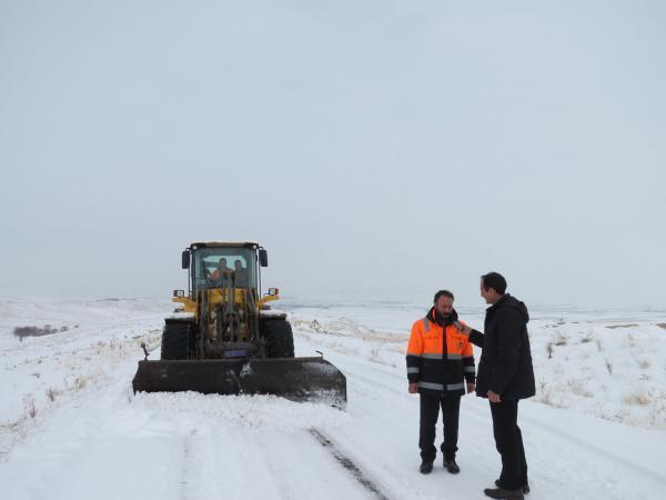 خبرنگاران بارش برف راه ارتباطی 100 روستای بستان آباد را بست