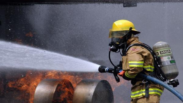 آتش نشانان اهوازی پرونده داغ آتش را بستند